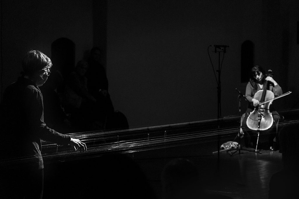 Concert photo of Ellen Fullman & Okkyung Lee by Micke Keysendal